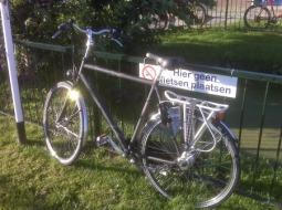 hier geen fietsen